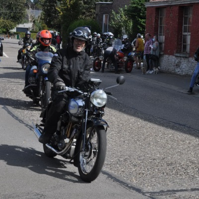 unemainalautre-chili-moto059