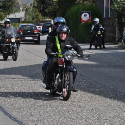 unemainalautre-chili-moto101