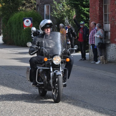 unemainalautre-chili-moto104
