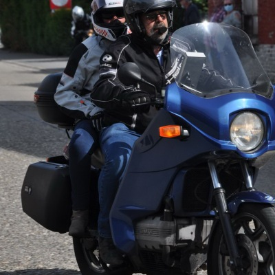 unemainalautre-chili-moto106