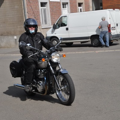 unemainalautre-chili-moto109