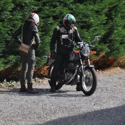 unemainalautre-chili-moto110