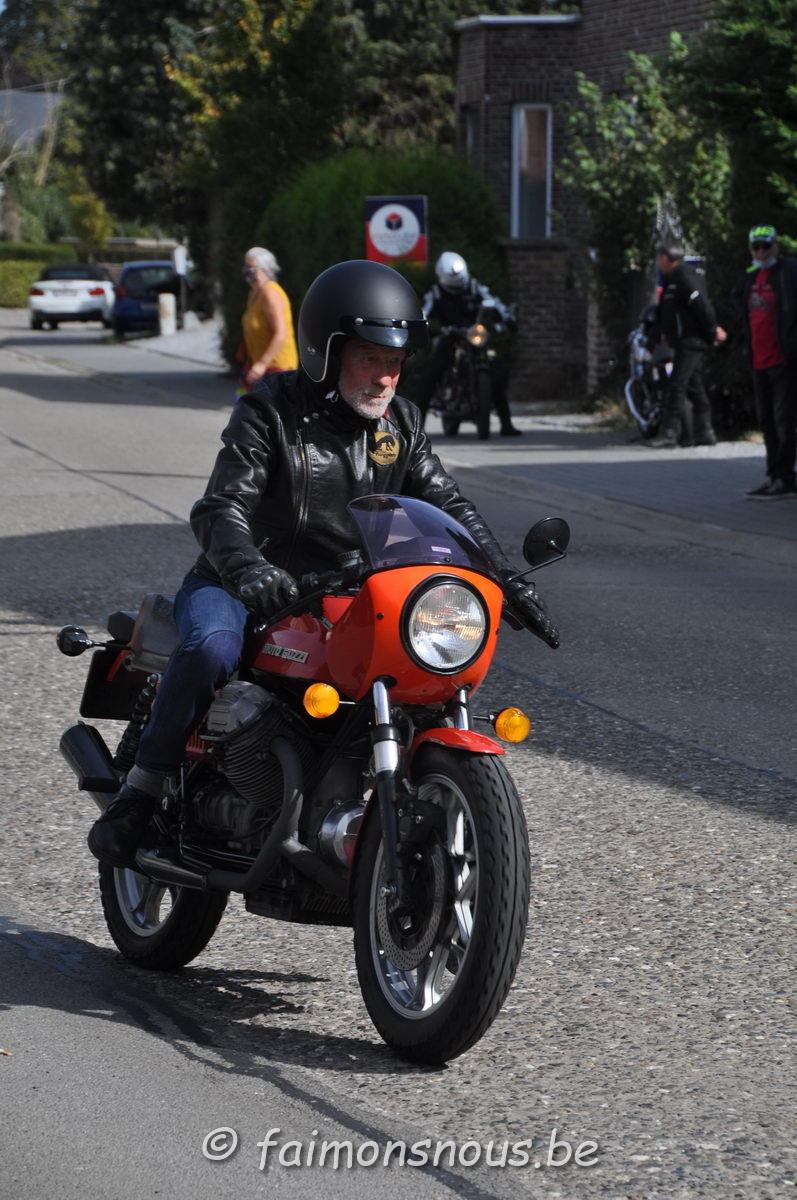 unemainalautre-chili-moto105