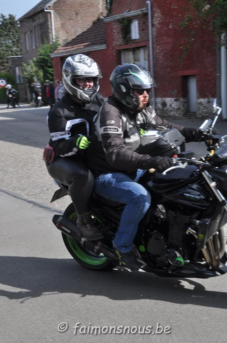 unemainalautre-chili-moto107