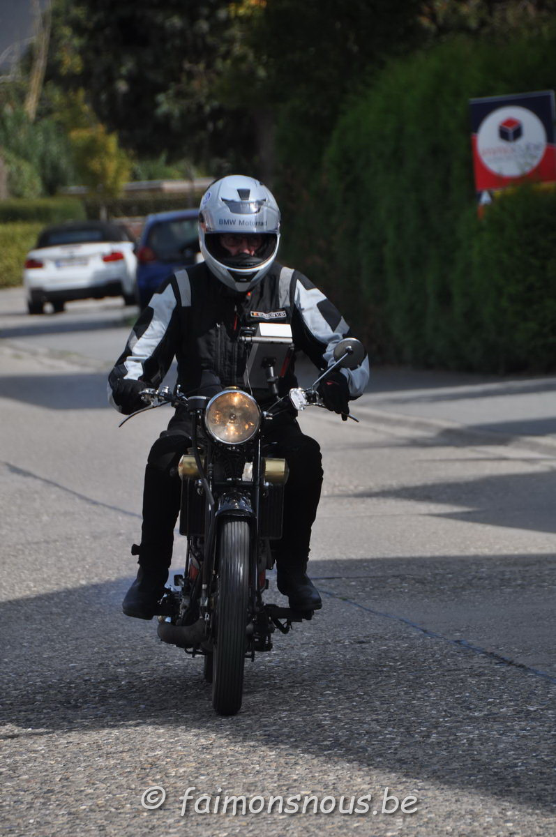 unemainalautre-chili-moto108